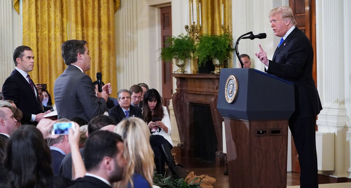 Video Trump pelea con periodistas durante conferencia- Donald Trump confrontó al corresponsal de CNN Jim Acosta