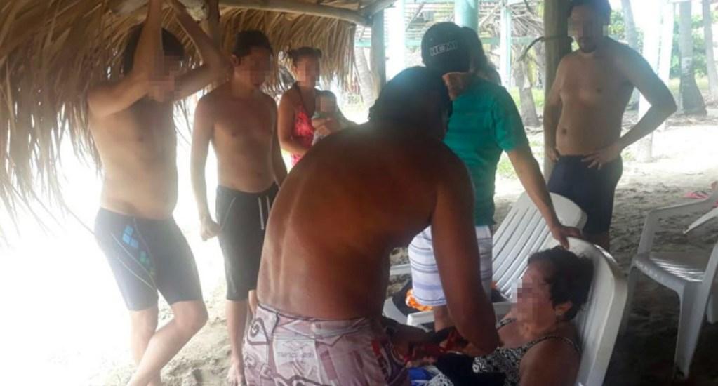 Rescatan a cuatro turistas en playa de Zihuatanejo - Foto de Quadratín