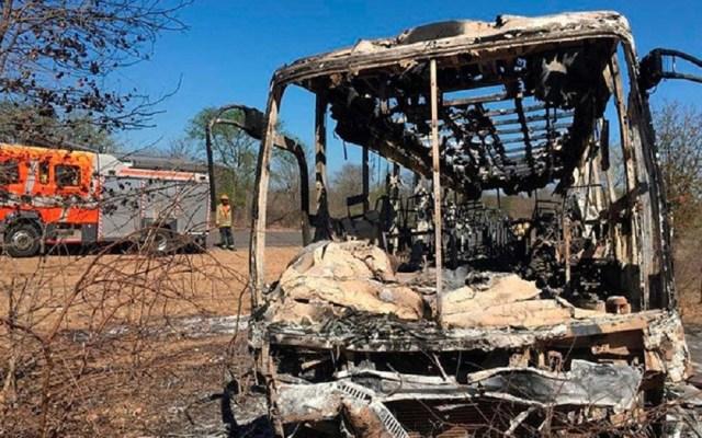 Incendio de autobús mata a 42 personas en Zimbabwe - Un autobús de pasajeros se incendió al sur de Zimbabwe. Foto de Internet