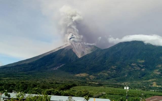 Chiapas mantiene vigilancia por posible caída de ceniza del Volcán de Fuego - Foto de Conred