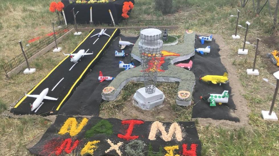 #Fotos Trabajadores dedican altares de muertos… al NAIM