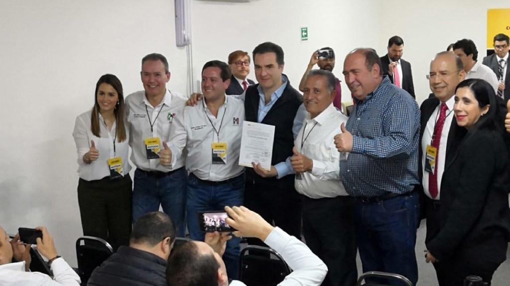 Adrián de la Garza recibe constancia de mayoría en Monterrey - Adrián de la Garza recibe constancia de mayoría