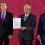 López Obrador firma iniciativa para derogar la Reforma Educativa