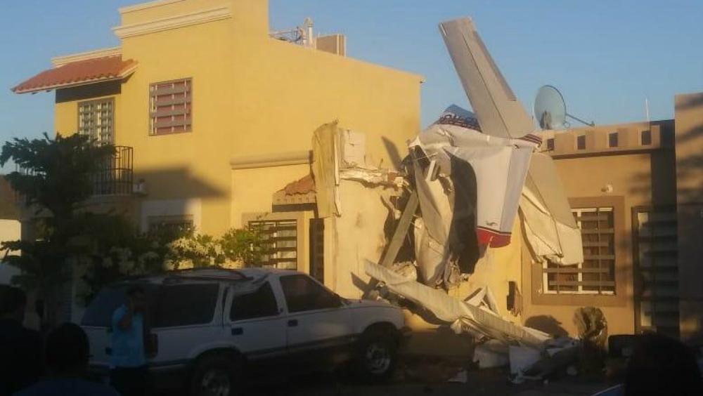 #Video Cae avioneta en vivienda de Sinaloa; hay cuatro muertos - Cae avioneta en vivienda de Sinaloa; hay cuatro muertos
