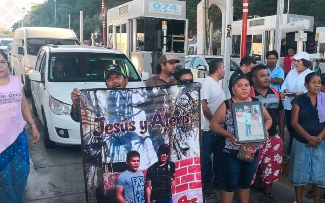Manifestantes liberan caseta de la Autopista del Sol - Foto de Quadratín