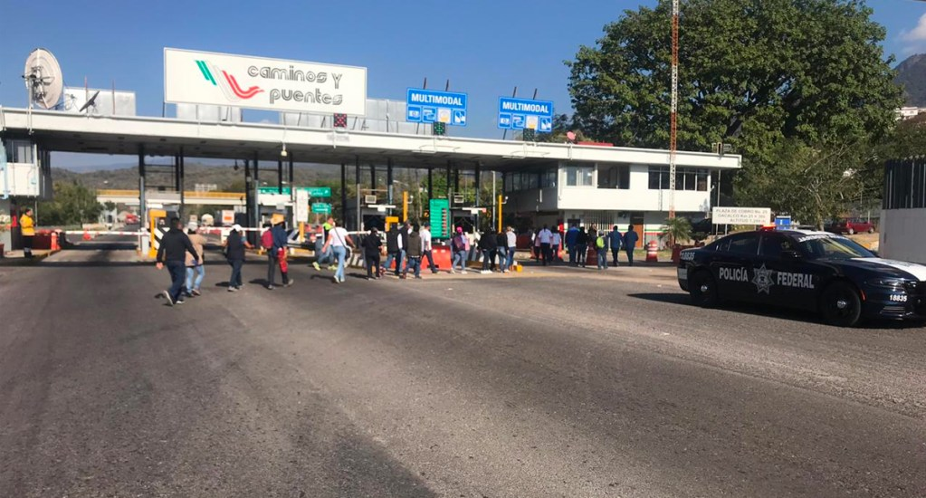 Liberan empleados de la UAEM casetas de Morelos luego de cuatro horas - Foto de Quadratín