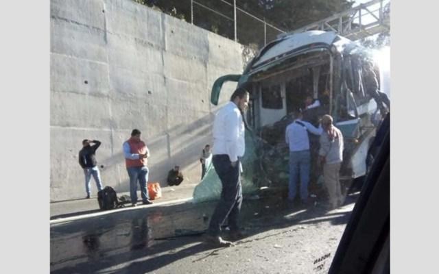 Chocan autobús de pasajeros y pipa en la México-Toluca - Foto de @ElBigDataMx