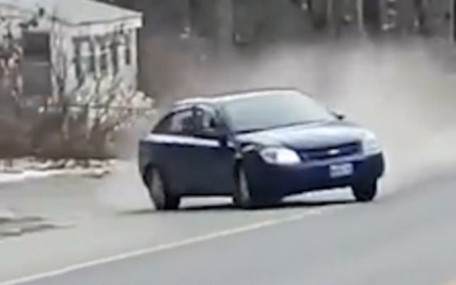 #Video Automóvil se estrella contra otro vehículo durante persecución - choca automovilista en plena persecución