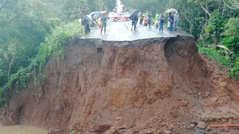 Cierre de circulación en carretera de Veracruz por deslave - Foto de Policía Federal