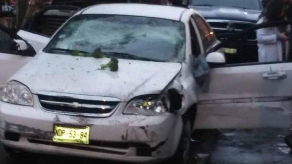 El auto en el que viajaba la víctima fue vandalizado. Foto de Excélsior