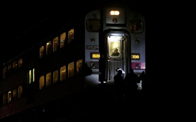 Tren arrolla a policías mientras perseguían a sospechoso en EE.UU. - El tren que arrolló a los oficiales iba lleno de pasajeros. Foto de The Star