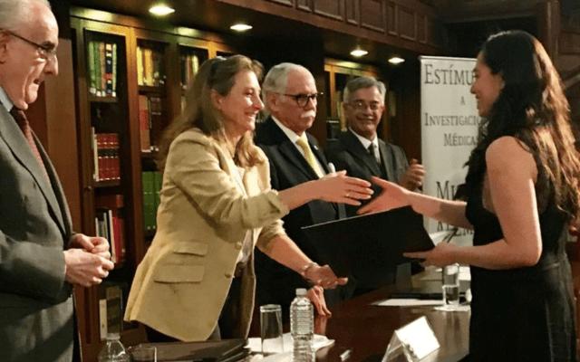Investigadores de la UNAM reciben reconocimientos por trabajos médicos - Foto de Twitter Fundación Miguel M Alemán