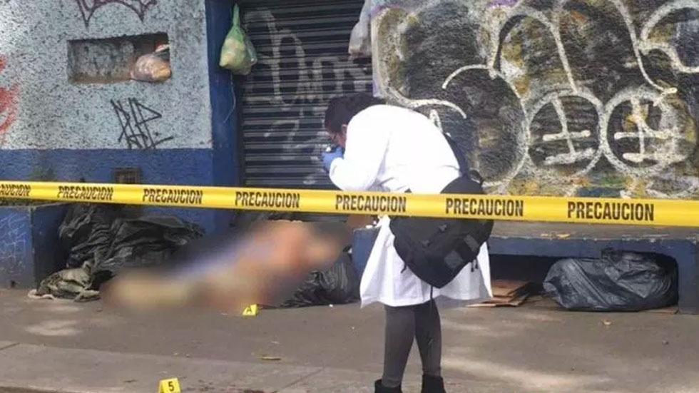 Hallan muerto a indigente en la Miguel Hidalgo - Foto de @JAVIERR_RUIZ