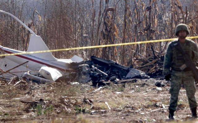 SCT presenta audio del accidente donde murió Martha Erika Alonso - Restos del helicóptero tras accidente. Foto de Notimex