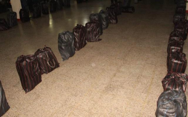 Abandonan 4.3 toneladas de cocaína en el Pacífico - La cocaína estaba en 13 sacos negros. Foto de @PNCdeGuatemala