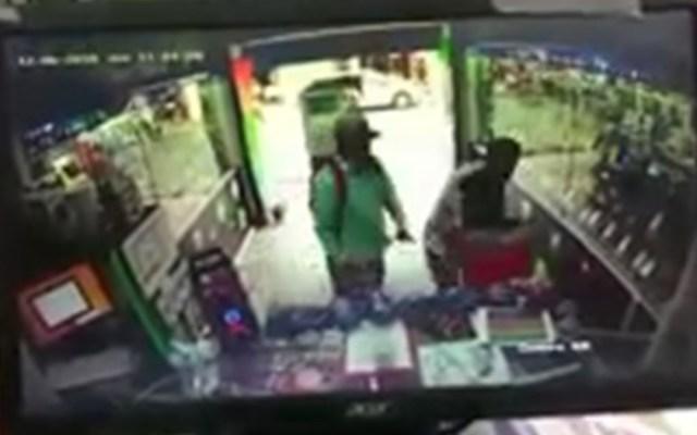 #Video Vendedor forcejea con ladrones en Oaxaca - vendedor forcejea con ladrones en oaxaca