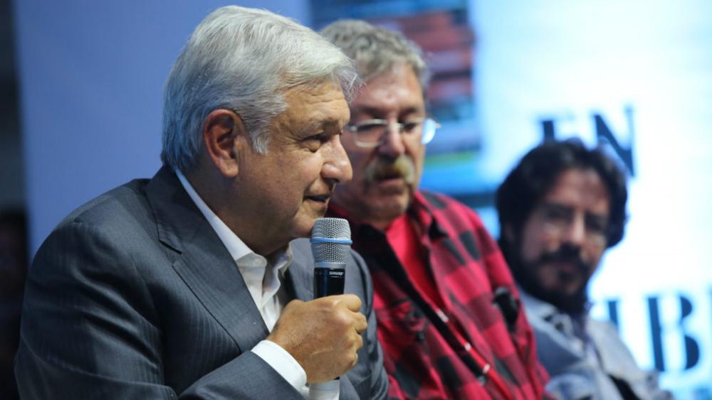 Paco Ignacio Taibo II merece coordinar el FCE: López Obrador - Foto de LopezObrador.org.mx