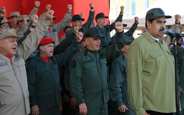 Maduro acusa a Iván Duque de liderar una acción militar en su contra - Foto de AFP