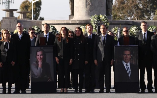 Detienen a 4 personas por muerte de Rafael Moreno Valle y Martha Erika Alonso - Homenaje a Martha Erika Alonso y Rafael Moreno Valle. Foto de @makugo