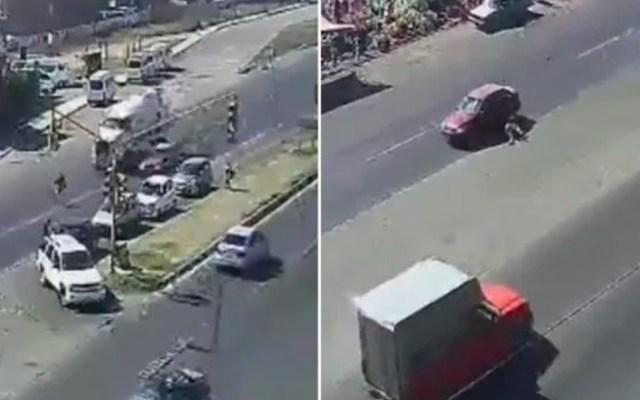 #Video Atropellan a hombre que intenta cruzar carretera corriendo en Ecatepec - Captura de pantalla