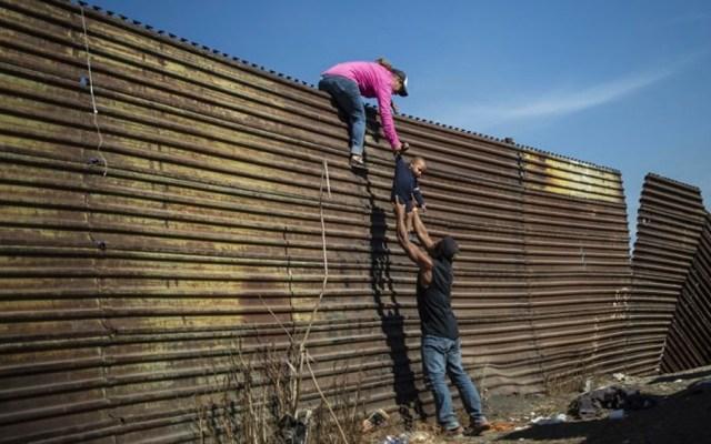Pence afirma que el muro se terminará en la administración Trump - Foto de AFP
