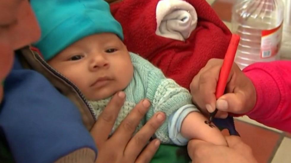 #Video Marcan con números en los brazos a niños migrantes - Foto de MSNBC