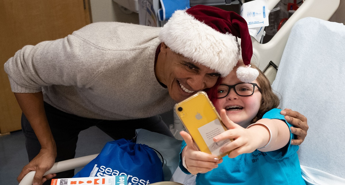 Obama convivió con niños hospitalizados y les llevó regalos. Foto de Fundación Obama