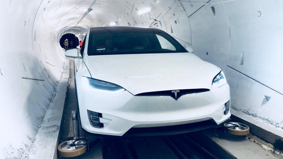 #Video Presentan primer tramo del Hyperloop en Los Ángeles - Prueba del Hyperloop con auto Tesla Model X. Foto de @elonmusk