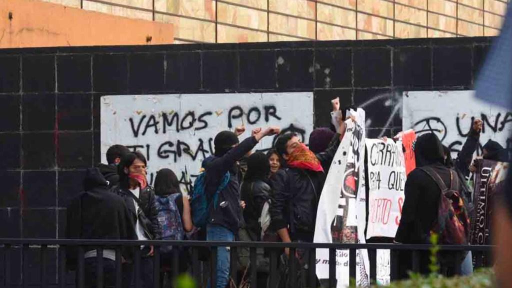 Trasladan a dos al Reclusorio Oriente por hechos violentos en Rectoría - Foto de Quadratín