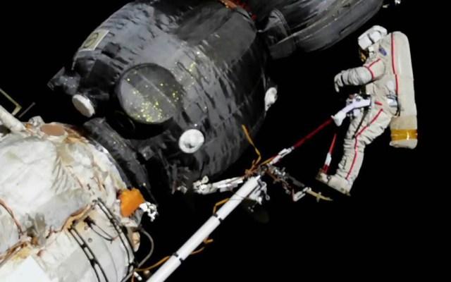 Cosmonautas reparan nave en estación espacial - Reparación de la nave Soyuz MS-09. Foto de @Space_Station