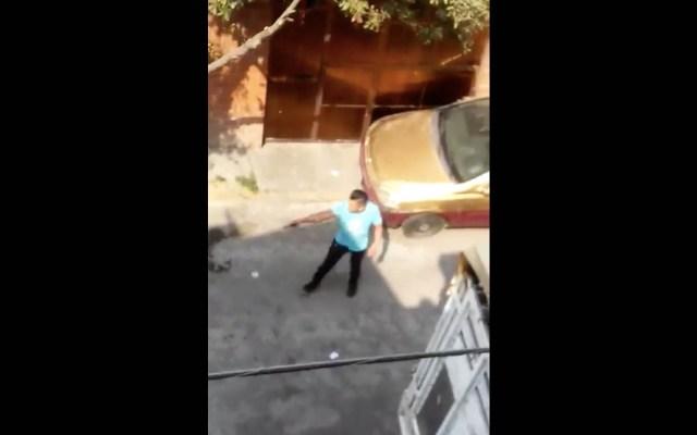 #Video Sujetos armados agreden a vecino en Iztapalapa - Captura de Pantalla