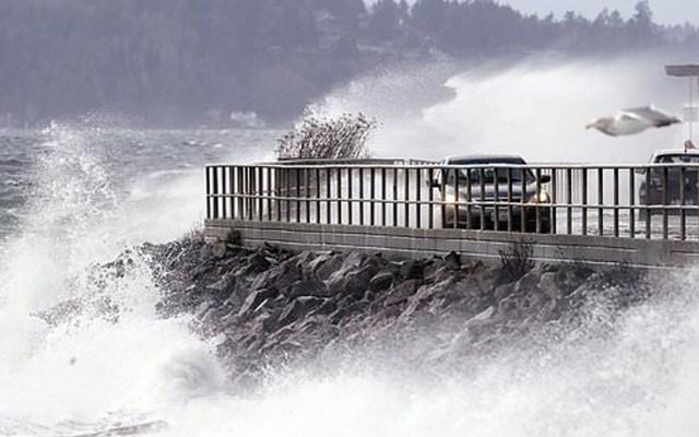 Sistema de tormentas azota Costa Este de Estados Unidos - En peligro la Navidad de miles de estadounidenses debido a un enorme sistema de tormentas que se está fortaleciendo a lo largo de la Costa del Golfo. Foto de AP