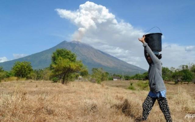 Entra en erupción el volcán Agung en Indonesia - Foto de AFP