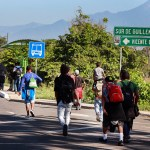 Migrantes dan portazo e ingresan a México - Central American migrants heading to the United States with a second caravan walk alongside the road between Ciudad Hidalgo and Tapachula, in Chiapas state, southern Mexico on January 18, 2019. - A new caravan of Central American migrants trying to reach the United States made its way across Guatemala Thursday, with the first members crossing into southern Mexico. (Photo by BENJAMIN ALFARO / AFP)
