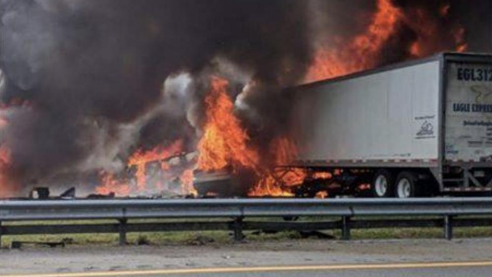 Suben a 7 los muertos en accidente múltiple en autopista de EEUU