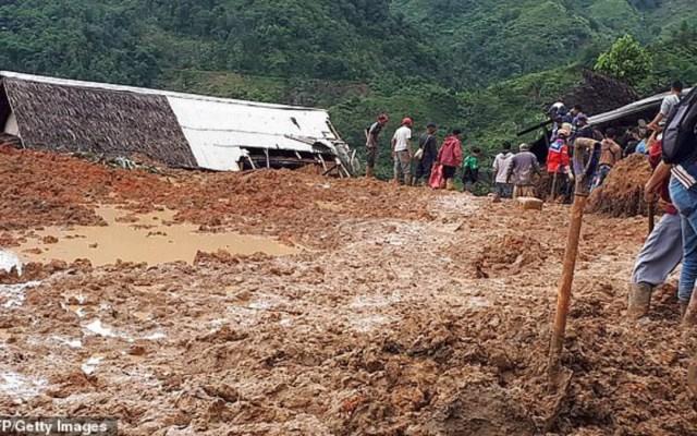 Alud de tierra en Indonesia deja al menos 9 muertos - Alud en Indonesia deja nueve muertos. Foto de AFP