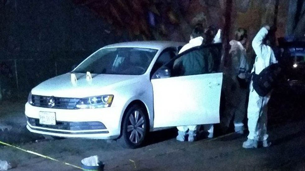 Asesinan a joyero en Ciudad de México al no pagarse su rescate - Auto donde fue hallado el cadáver del joyero. Foto de Twitter