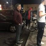 #Viral Bill Gates espera en la fila para comprar una hamburguesa - Foto de Facebook