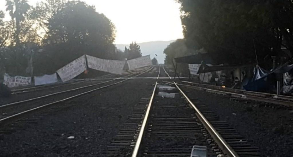 Pese a pagos, CNTE no liberará vías de tren en Michoacán - Foto de Quadratín