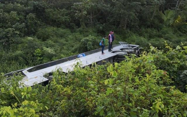 Al menos dos muertos por caída de camión a barranco en accidente en Quintana Roo - Foto de @ChismorreoP