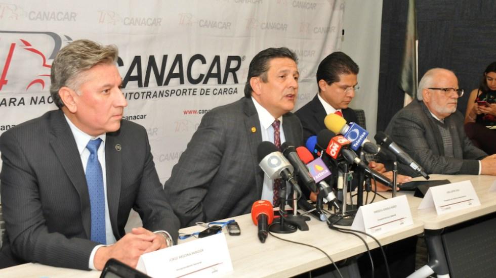Canacar ofrece pipas para agilizar distribución de combustible - Foto de Canacar