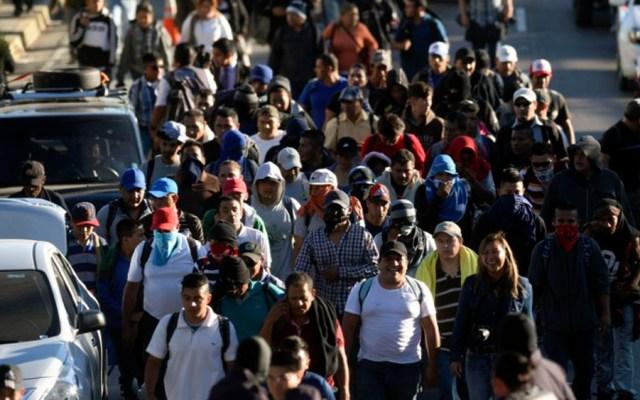 Caravana de 200 migrantes salvadoreños parten hacia EE.UU. - Foto de AFP