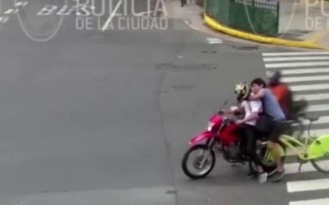 #Video Ciclista persigue a ladrón y lo atrapa en Argentina - Captura de Pantalla