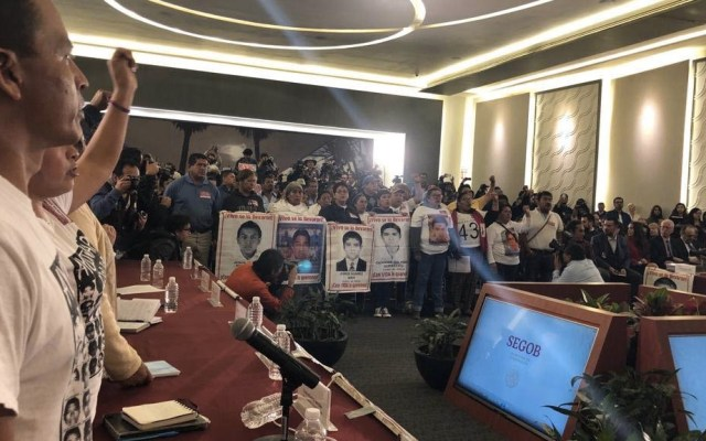 Padres de los 43 piden que no se obstaculice a la Comisión de la Verdad - Foto de @CentroProdh