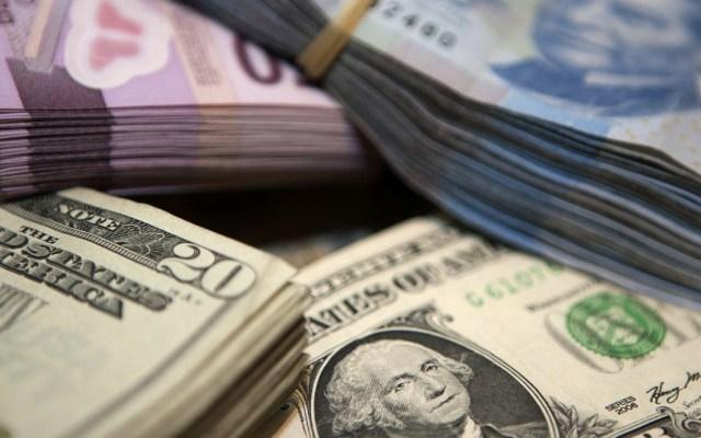 Dólar cierra en 19.41 pesos a la venta, dos centavos más que el martes - Foto de El Economista