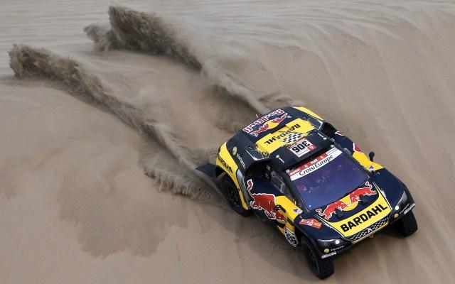 Dakar: el rally más exigente del mundo - El piloto francés de Peugeot Sebastien Loeb y su copiloto Daniel Elena de Mónaco compiten durante la Etapa 9 del Dakar 2019 en Pisco, Perú. Foto de Frank Fife/AFP