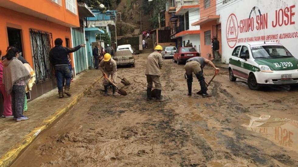 Deslave afecta 11 casas y cuatro vehículos en Veracruz - Foto de @CMAS_Xalapa