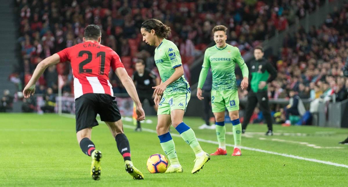 Guardado defiende a Lainez tras una fuerte entrada ante el Espanyol