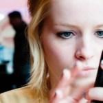 Advierten que celulares pueden causar estrabismo - Estrabismo por uso de celular. Foto de Internet