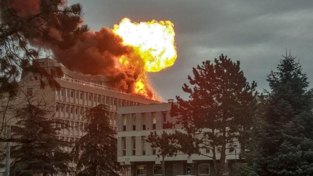 Explosión en Universidad de Lyon deja tres heridos; descartan atentado